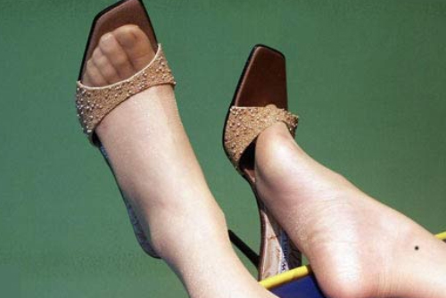 Nốt ruồi ở mắt cá chân, hai mép bàn chân