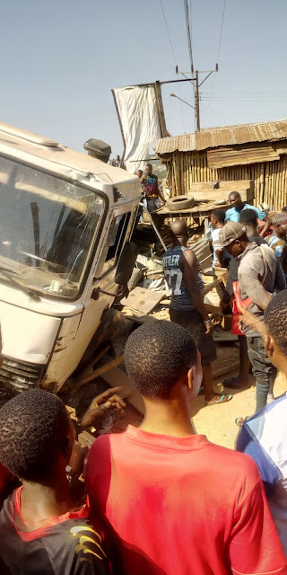 Trailer loose control, destroyed cars and properties in Akungba Akoko.