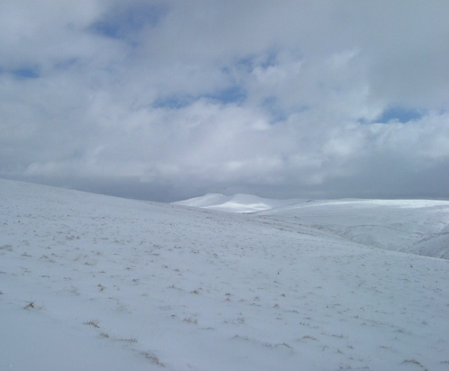 Essential-items-For-Walking-In-The-Mountains-In-South-Wales-pen-y-fan-in-the-snow