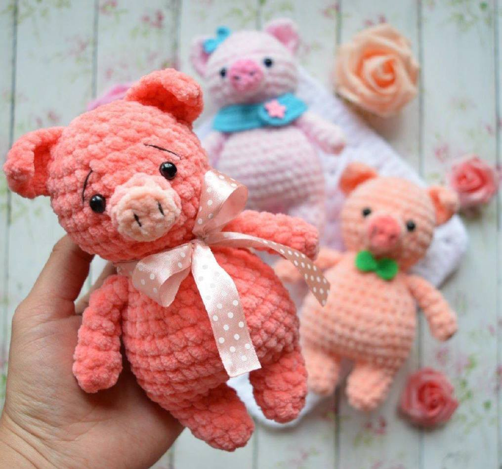 Crochet plush pig toy amigurumi