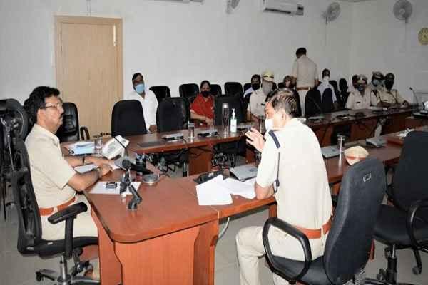 faridabad-dcp-rajesh-duggal-meet-with-crime-victim