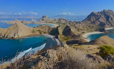 Destinasi Wisata Terbaru di Indonesia Paling Keren pulau padar