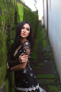 Fotografi Foto model Igo Cantik Devi dari Makassar menantang