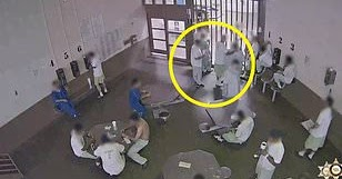 Video shows inmates of Los Angeles prison trying...