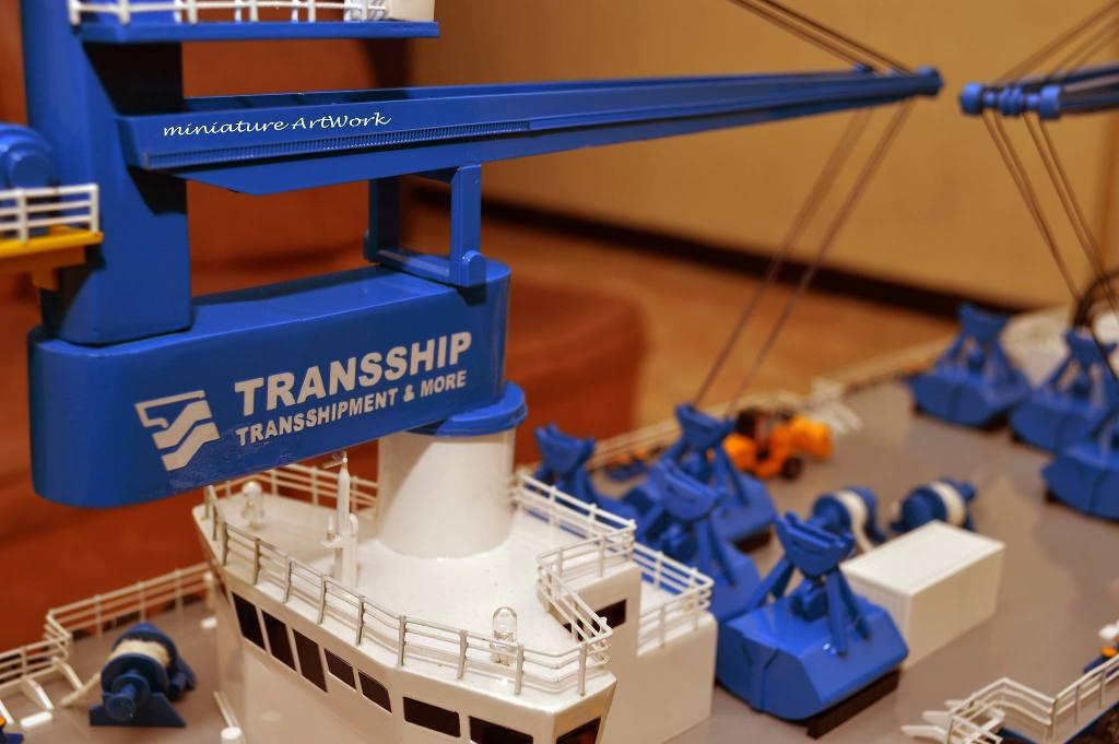 maket miniatur kapal atlas double crane ship transship