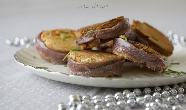 Sandwich di acciughe al formaggio di capra