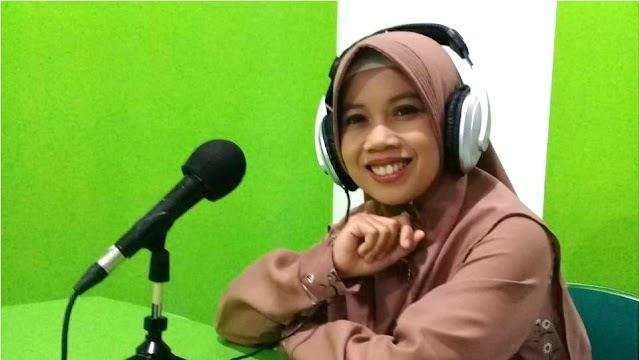 Talkshow di MQFM Bandung, Fitri Rdj Kenalkan EP Nasyid Terbaru