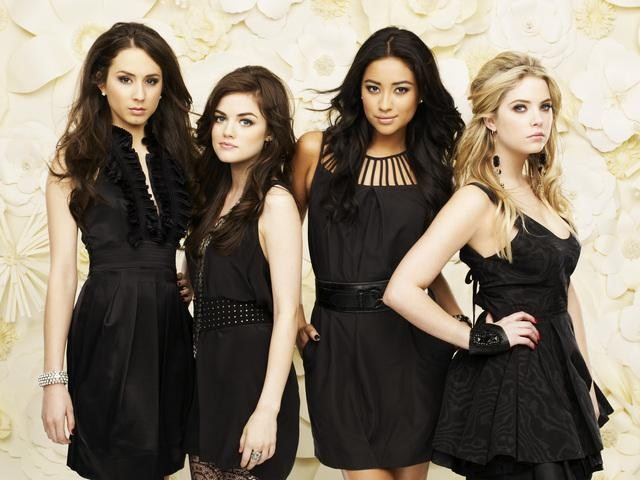 TWISTED SISTERZ : New Obsession: Pretty Little Liars