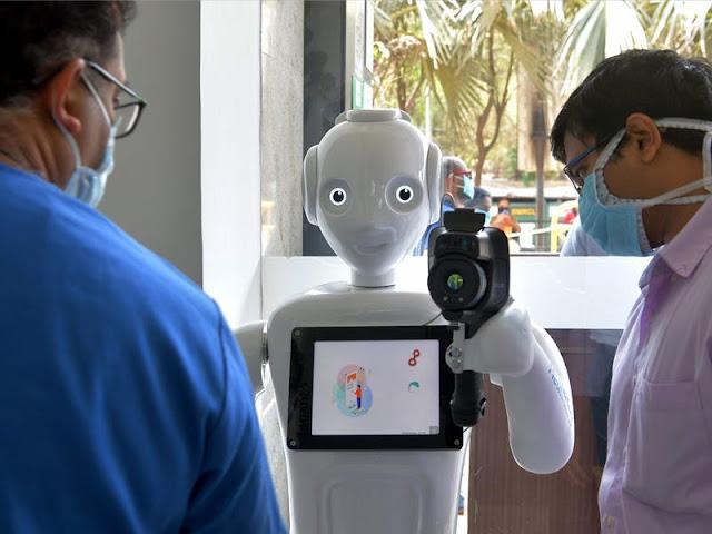 فى الهند أم العجايب ....الروبوت  Mitra يقيس حرارة المرضى
