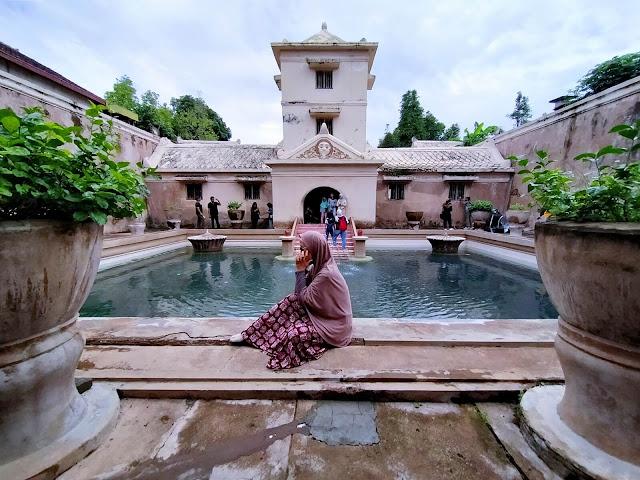 kolam pemandian di tamansari