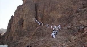 gambar gunung uhud