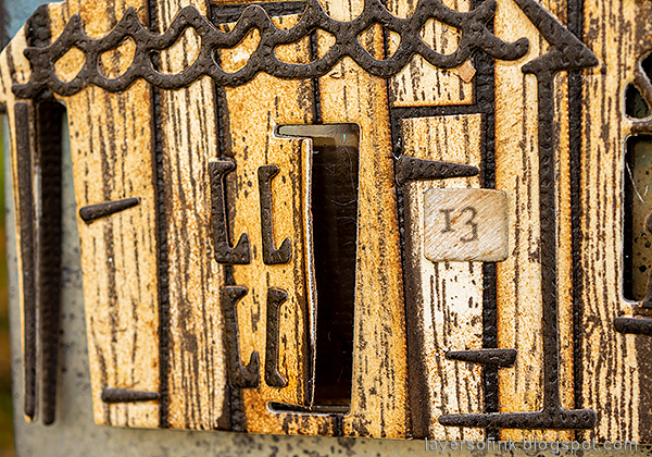 Layers of ink - Old Spooky House Tutorial by Anna-Karin Evaldsson. Open door.