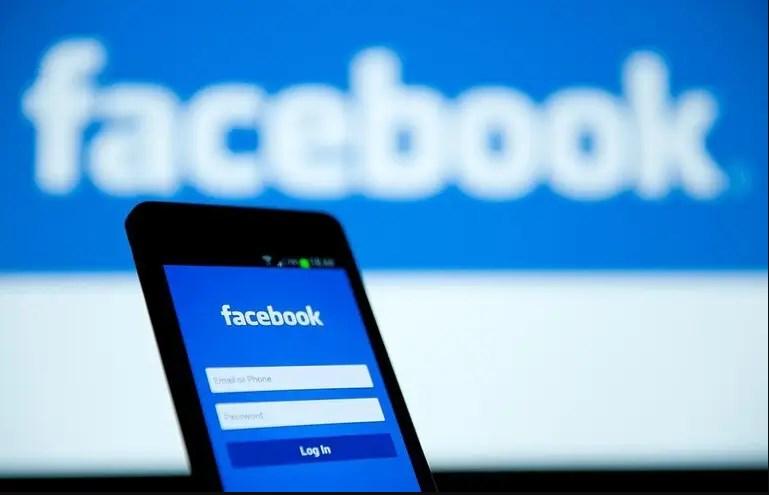 فيسبوك يطلق مرحلة اختبار لتطبيقه الجديد للخط الساخن