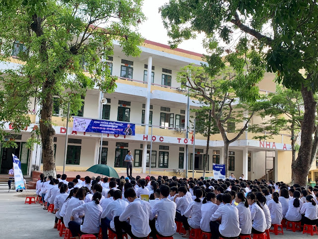 Diễn giả Nguyễn Quốc Chiến hướng nghiệp cho học sinh Đông Tiền Hải