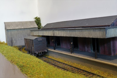 Converting the Dapol engine shed kit to a parcels depot