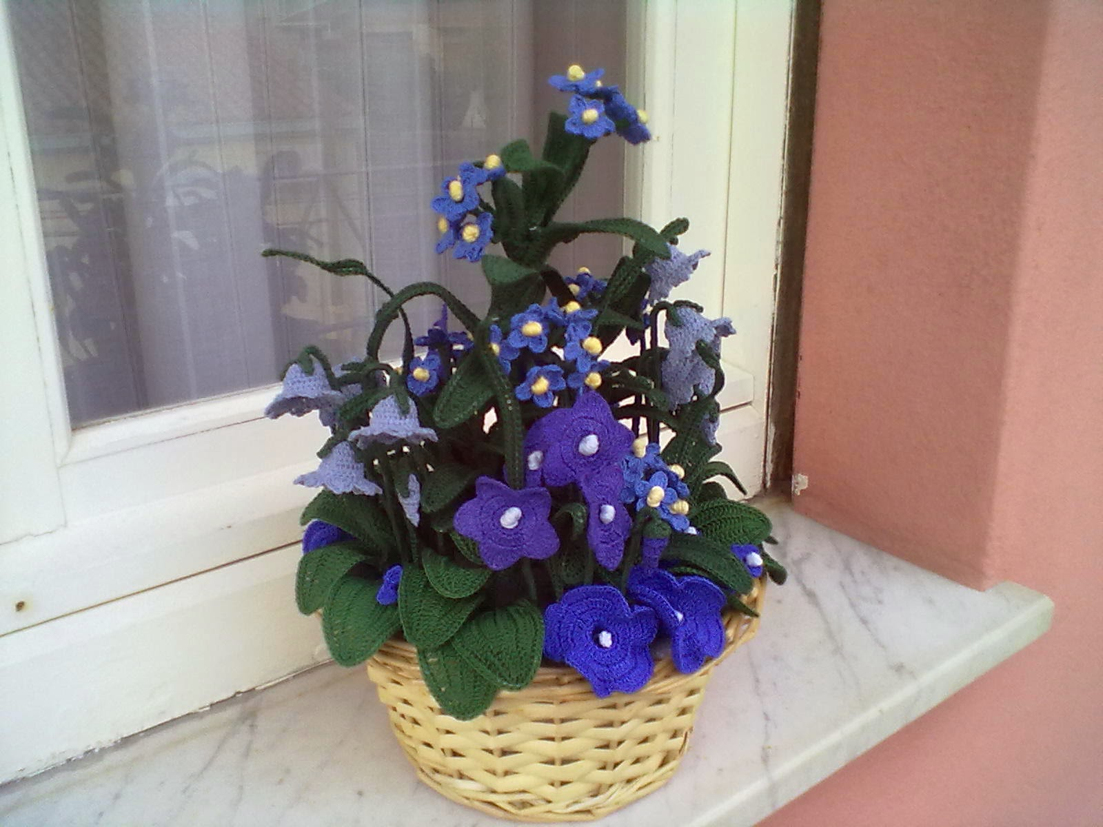 Il blog di sam composizione di fiori azzurri all 39 uncinetto for Il blog di sam piante grasse