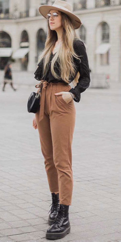 Are you wondering which pieces of clothing are in style this winter? Here we've prepared a complete list of the best winter fashion lookbook. Women's Outfit Ideas via higiggle.com | winter street style | #winterstyle #fashion #streetstyle