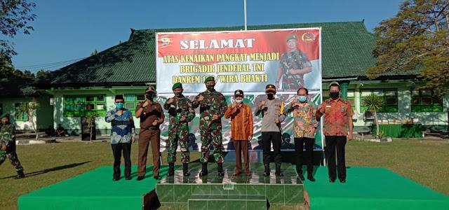 Danrem 162/WB Kembali Ingat Sinergitas Dan  Prokol Cegah Covid -19 Pada  Apel Gabungan TNI-POLRI Di Sumbawa.