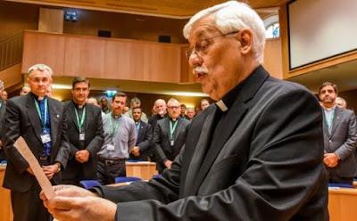 Sacerdote Arturo Sosa en el Vaticano.