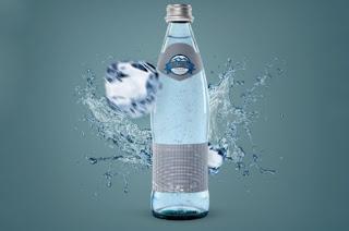 Mockup botol air kaca psd gratis