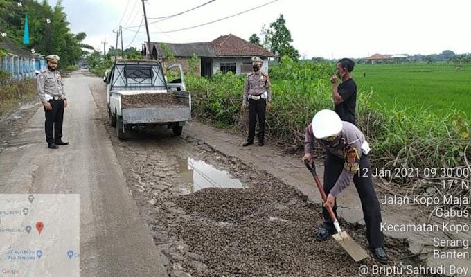 Keluhan Masyarakat Soal Jalan Rusak di Desa Gabus, Direspon Positif Jajaran Ditlantas Polda Banten