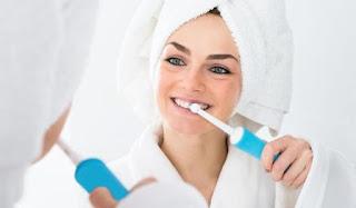 Mana yang Lebih Baik Dan Ampuh Untuk Membersihkan Plak Gigi, Sikat Elektrik Atau Manual?