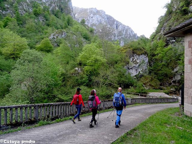 Iniciamos ruta en la Central de El Restaño en Picos de Europa.