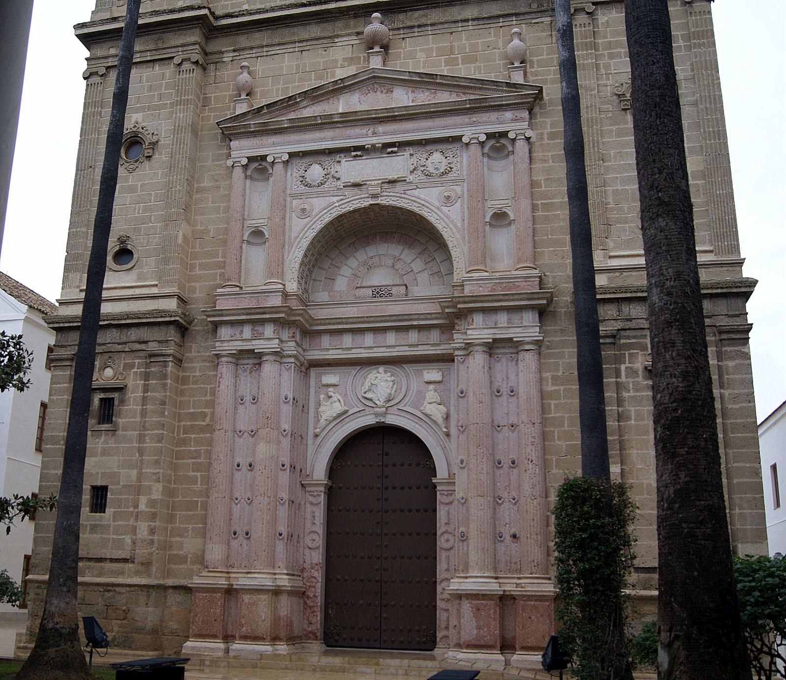 Puerta de la iglesia central