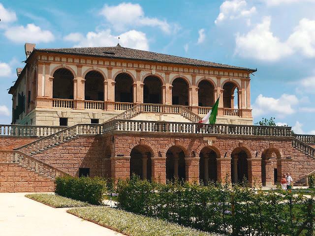 facciata di villa vescovi sui colli euganei