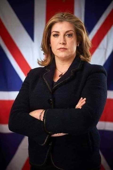 وزيرة دفاع بلد #بريطانيا 🇬🇧 !!!