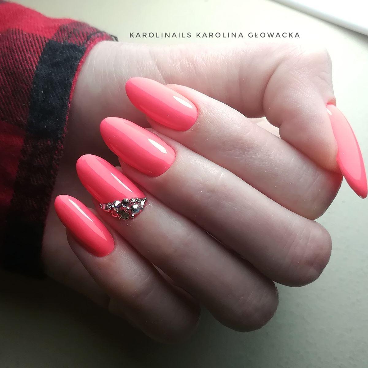 paznokcie z kamyczkami