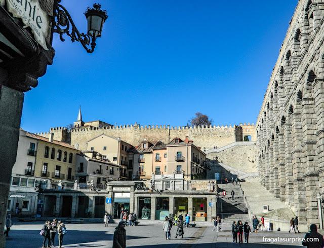Aqueduto de Segóvia e muralha medieval