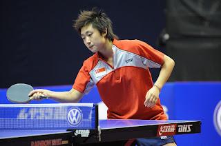 menerima bola ping pong