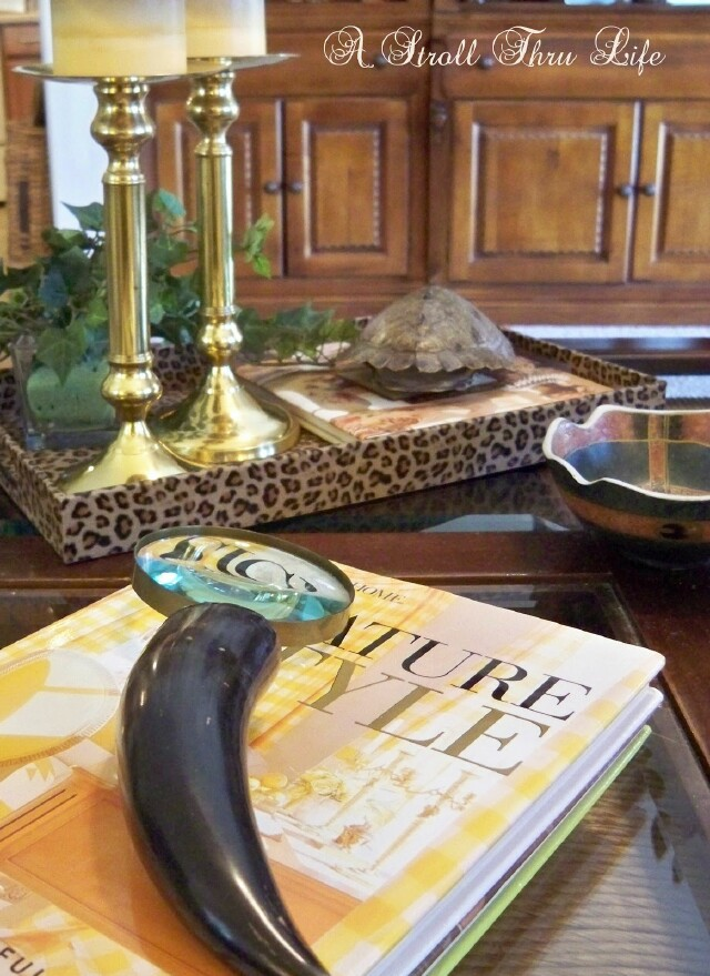 """Everyday"" Tips and Ideas for How to Style a Coffee Table 