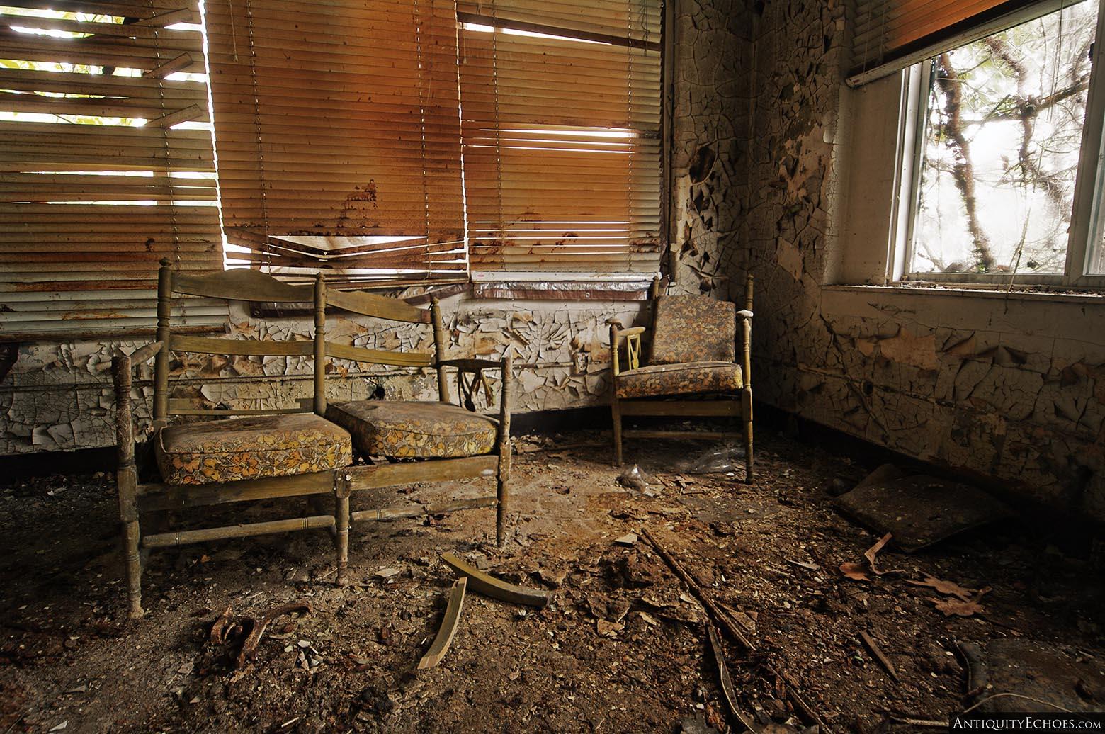 Brownsville General Hospital - Floral Sitting Area