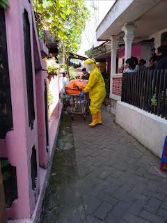 PMI Evakuasi Penemuan Mayat Di Kawasan Padat Penduduk