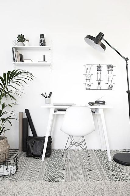 Чувственный черно-белый дизайн рабочего места. 20 фото для вдохновения