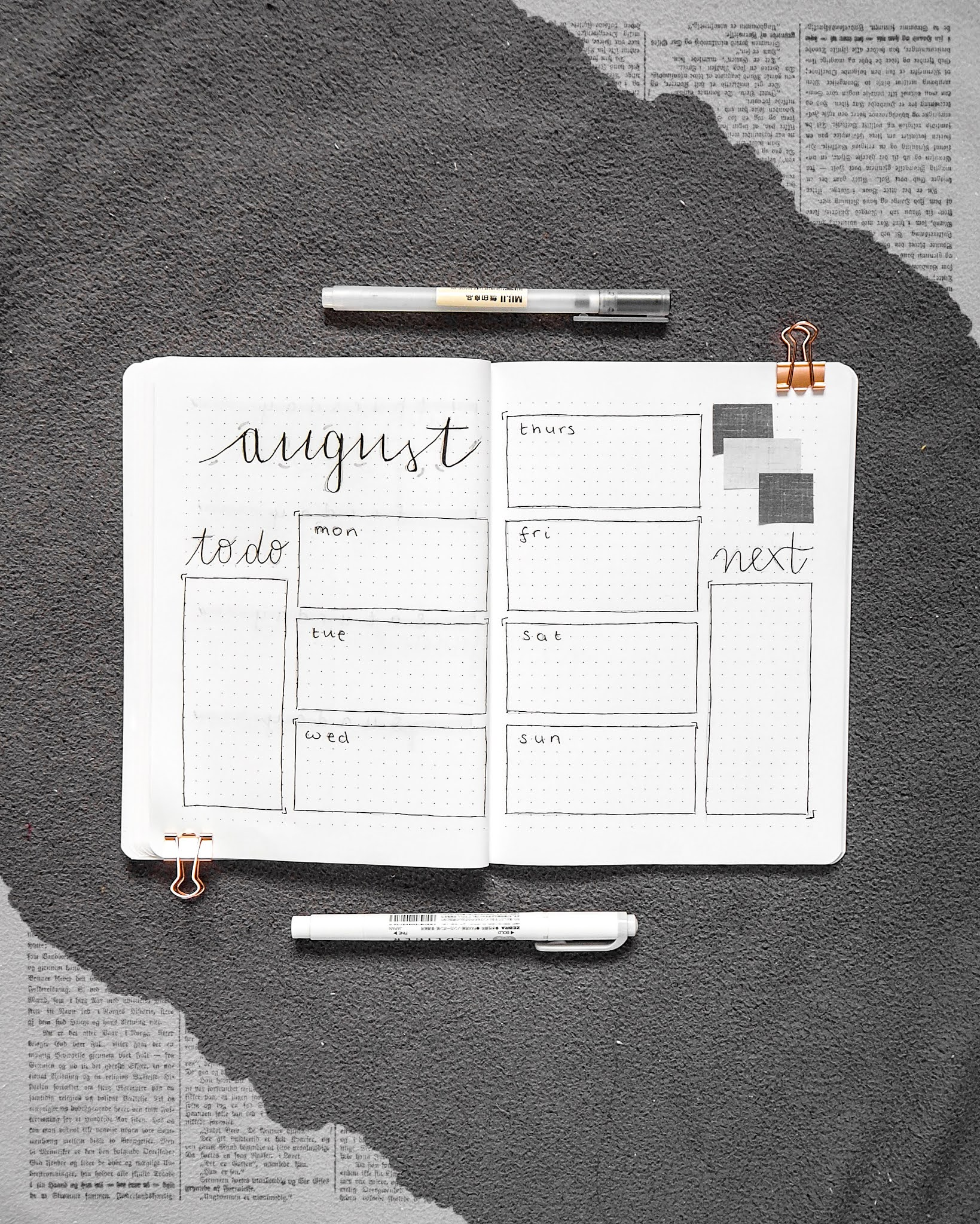 the month covers the top of the first page of the double spread. along the far left is a column for a to do list and on the far right is a column for things to do the next week. The middle of the double spread is spilt into two column and the 3 on the first half and 4 on the second half for boxes for each day