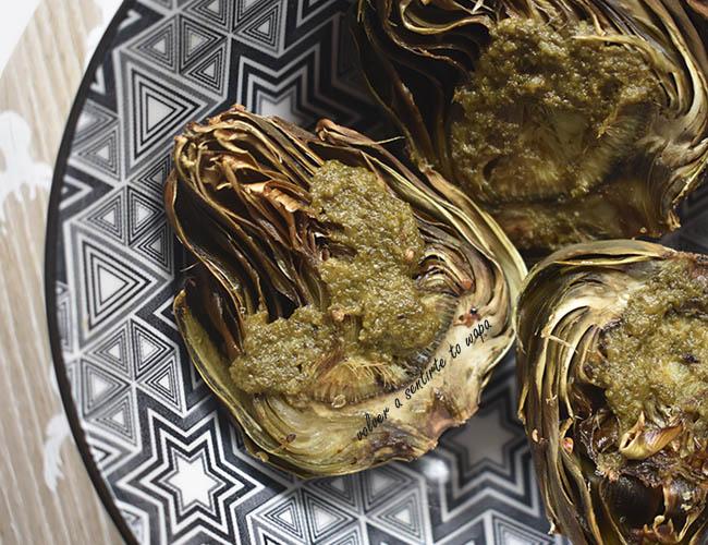 Alcachofas al horno con salsa pesto