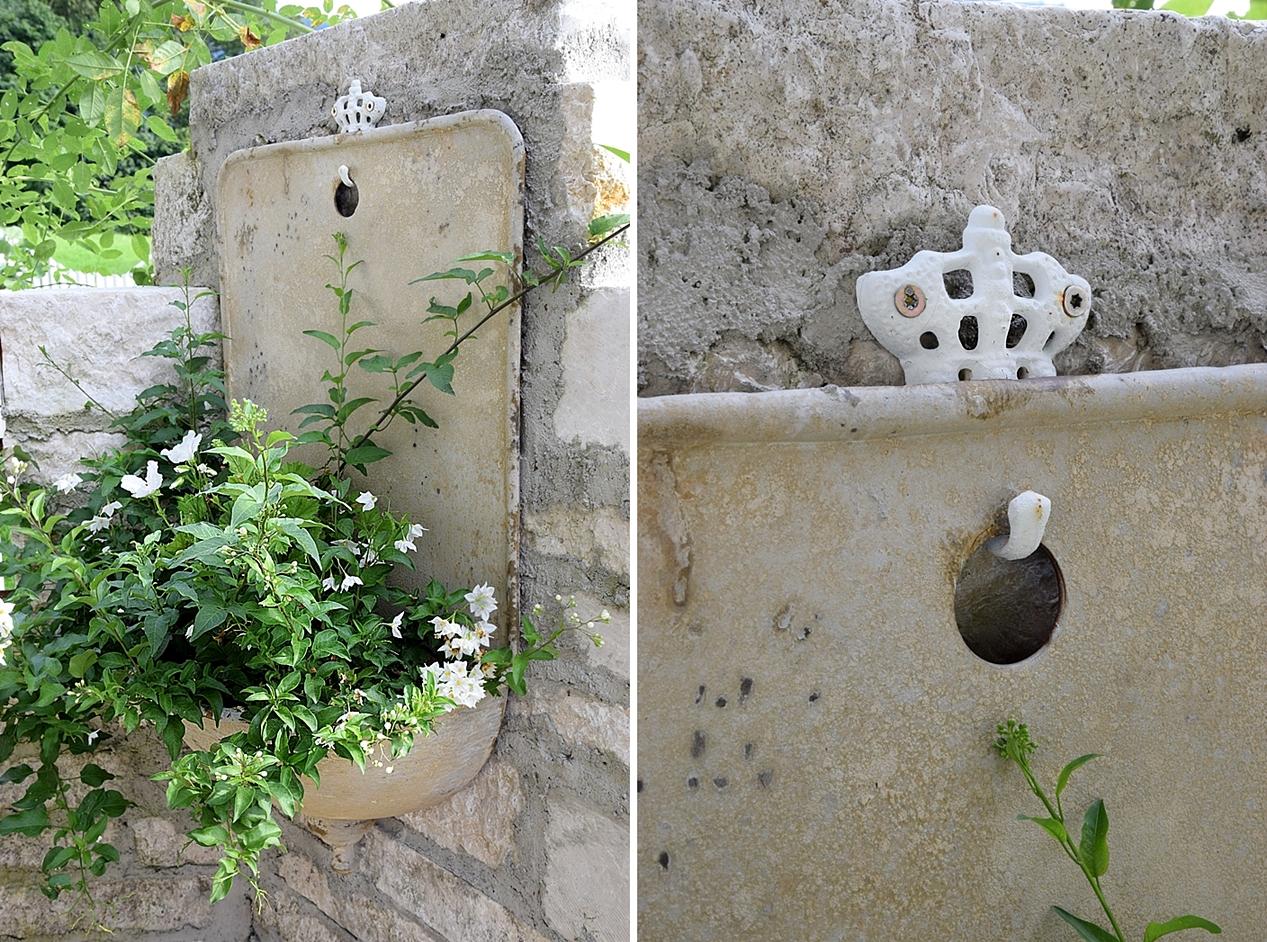 ruinen-gartenmauer aus natursteinen - white & vintage