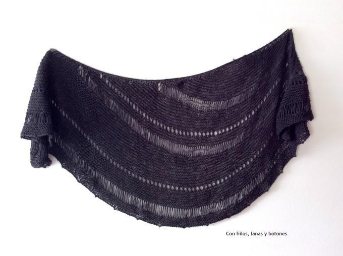 Con hilos, lanas y botones: Storm Shawl