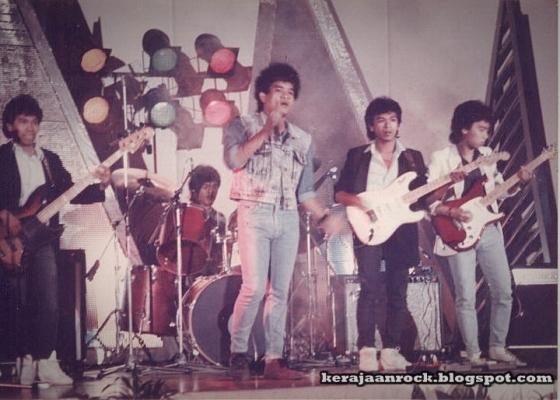 25291f3ed Medicine telah menang tempat kedua dalam pertandingan Juara Rock Negeri  Sembilan pada tahun 1986. Seterusnya menyertai Juara Juara Rock Malaysia  anjuran ...
