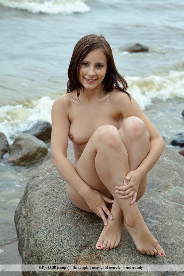 Novinha nua da buceta gostosa de belos peitinhos