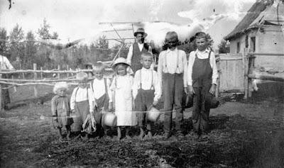 Ukrainian farming family, Saskatchewan