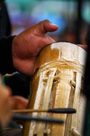 Alat musik tradisional pendukung seni Karinding.