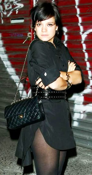 Foto de Lily Allen posando para fans