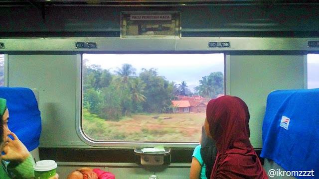 Tempat duduk kereta api ekonomi malabar