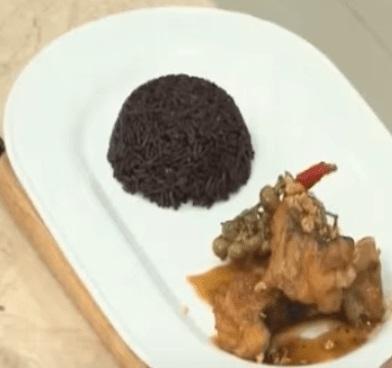 Cơm gạo tím than với cá lăng kho