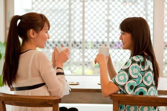 Kakak perempuan jadi tempatmu bercerita. Saat bingung menentukan pilihan, kakak lah yang tak enggan mendengar dan memberi masukan.