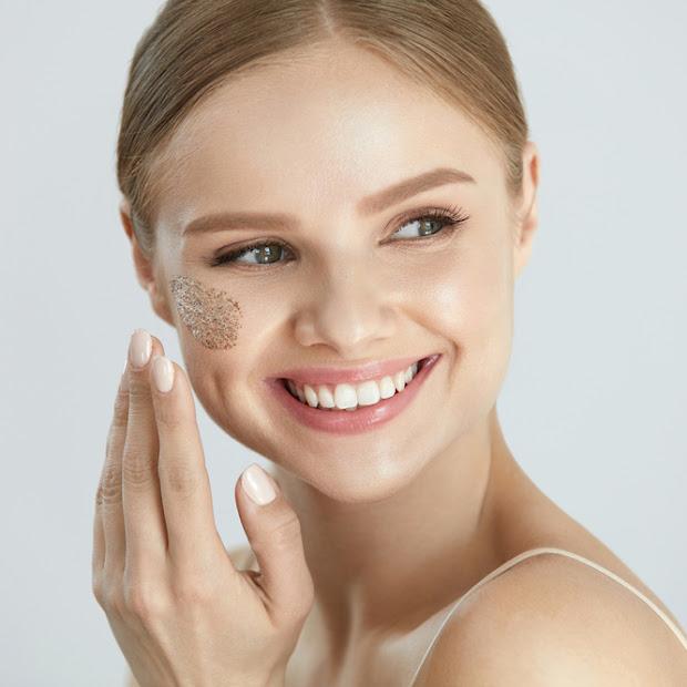 Hit kosmetyczny i prawdziwy must have – peeling enzymatyczny. Czym jest i jakie ma działanie.